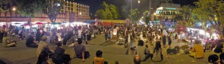 Celebración del Loy Ka Tong en Thapae Gate