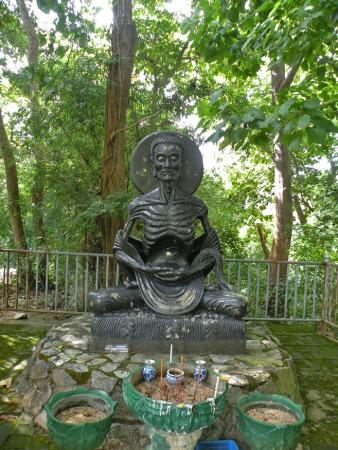 Tétrica imagen de Buda en ayuno