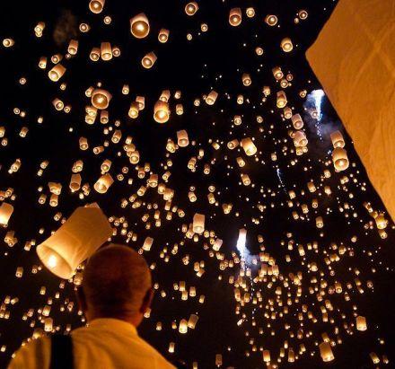 Los globos en el Loy Ka Tong