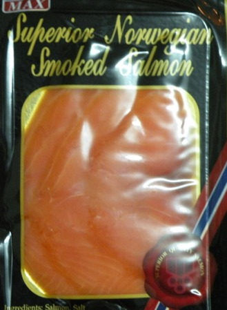 Salmón ahumado noruego. 100 gramos, 129 bahts - 2,62 €