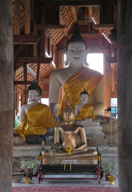 En el interior hay una imagen de Buda bastante bonita