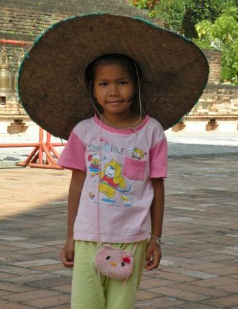 Niño en templo