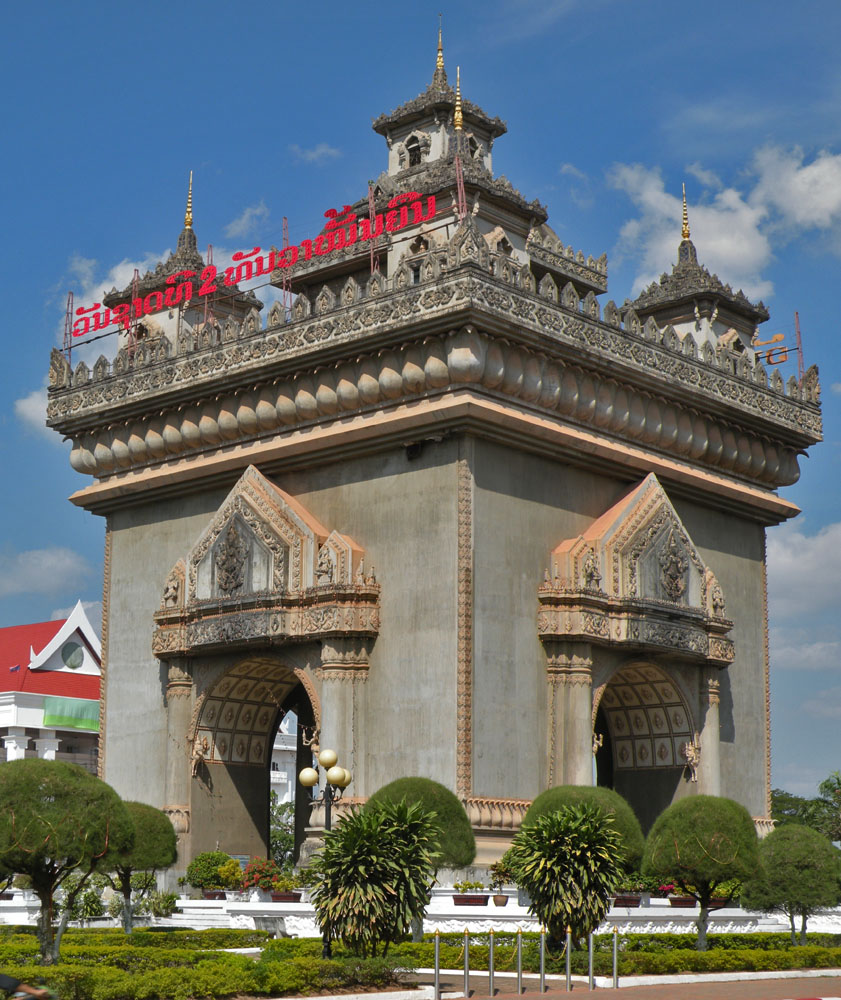 Vat sisake y puerta de la victoria carlitopolis en tailandia for Puerta la victoria
