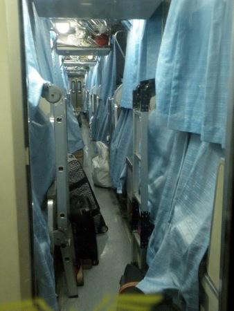 Tren nocturno con las camas desplegadas