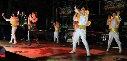 Fiestas en Ban Pun Noi
