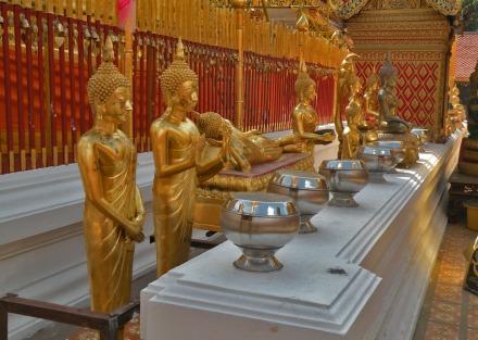 Las nueve posturas de Buda representadas en el Doi Suthep